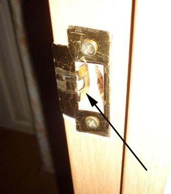 Как поставить замок в межкомнатную дверь