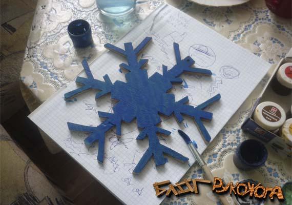 как раскрасить снежинку из дерева
